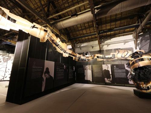 以舊倉庫、新創意的對比與兼容,展現古舊風與新浪潮共生共榮的綜合性跨界展演空間。
