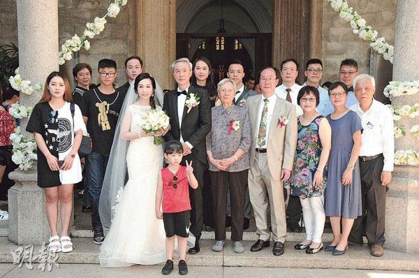 陳榮峻與兒女、孫子及家人分享再婚喜悅。