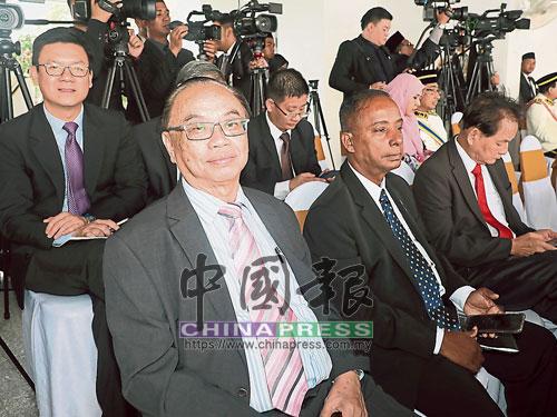 第13屆第6季第一次國會開幕,行動黨議員沒有穿官服。