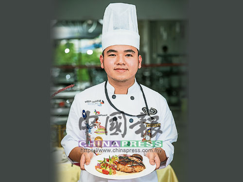 梁嘉穎‧20歲 ★來自吉隆坡甲洞 ★就讀Famous Chef Professional Baking & Culinary Academy ★修讀烹飪藝術專業文憑課程(Diploma in Culinary Art ) 示範作品:香煎芝士芥末雞