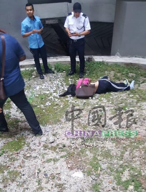 死者跳樓墜落泊車場底樓。