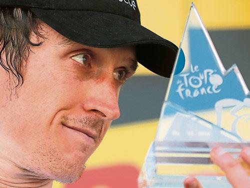 環法進入到景色怡人的阿爾卑斯山的登山爭奪,給車手帶來嚴峻考驗;英國車手托馬斯勇奪第11賽段冠軍並穿上黃衫。(美聯社)