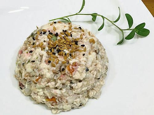 彩蔬鯛魚豆腐堡加入蕁麻,對于寵物過敏性的問題很有幫助。