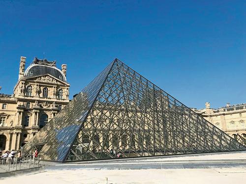 《蒙娜麗莎的微笑》安身之處盧浮宮,舉世聞名,有如藝術盛宴的殿堂。