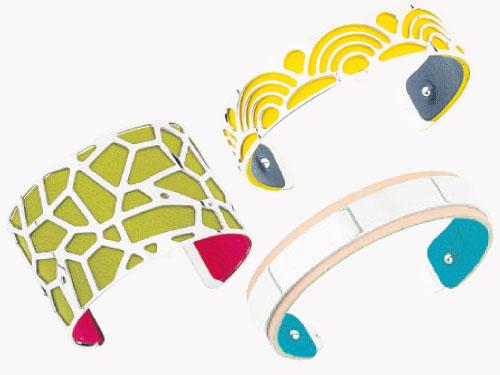 Les Coutures系列配備可互換的飾扣,將本已無窮無盡的可能性進一步延伸。原創首飾與個人風格,配搭可互換的彩色皮革。