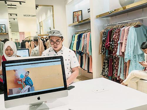 商場都是經過精心設計,要誘惑消費者掏錢的場所。