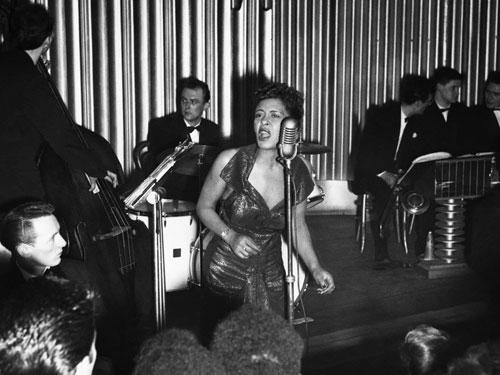 《Lady in Satin》是Billie Holiday在1959年離世前錄製的,她以甜美的絃樂,襯托自己的吟唱。
