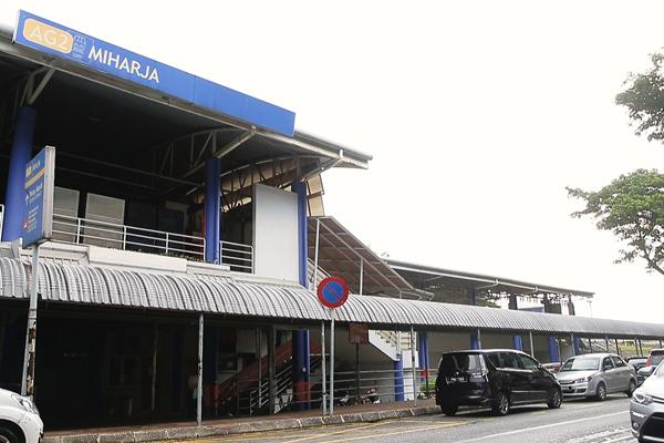 民眾抵达Miharja輕快鐵站后,经过行人天桥就可直达Viva Shopping Mall