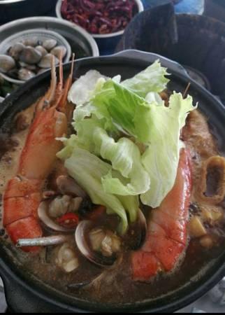 """沙巴山打根西渡古城的名菜""""海鮮肉骨茶""""!你不能錯過的美味!"""