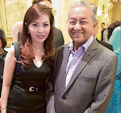 楊銀君(左)去年出席首相敦馬哈迪的壽宴。