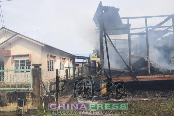 大火被撲滅,幸好沒蔓延至左旁的鄰居。