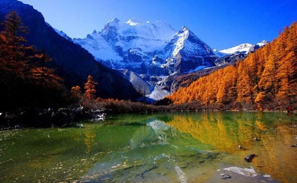 有最後香格里拉美稱的稻城亞丁,詩情畫意的景色,是珍珠假期推薦必遊的景點之一。