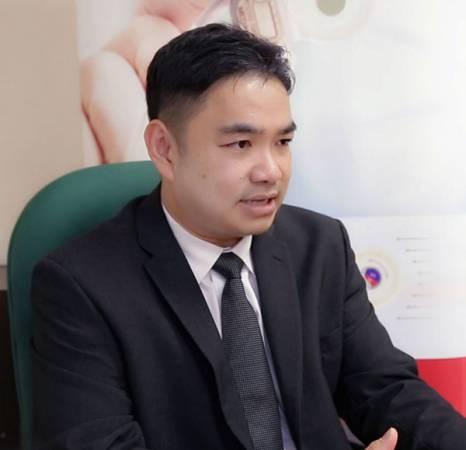 砂拉越中央医院及砂大 耳鼻喉专科医生 郑应平教授。