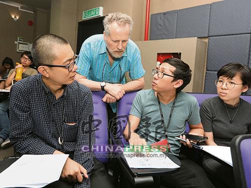 學院插畫系的老師也出席了這場在七月中舉辦的分享會。