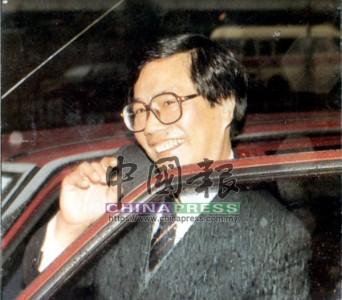 陳松青拖垮了佳寧集團,也連累大批股民損失慘重甚至破產,但他仍以招牌笑臉現身媒體鏡頭前。