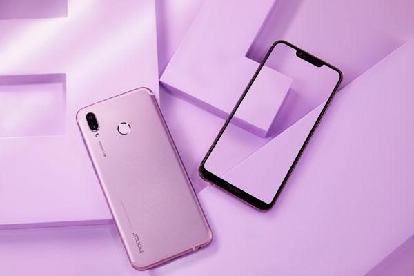 超寬的手機全面屏,讓玩遊戲時視野更開闊,感覺更爽!