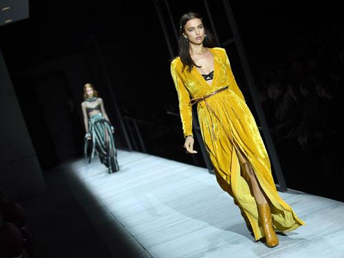 設計師Tomas Maier於Bottega Veneta 2018秋冬系列的謝幕之秀。