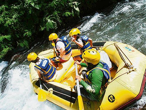 進行極限運動時,有一身好水性和做好防護措施很重要。