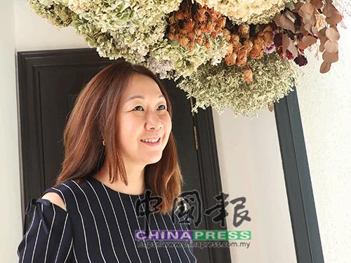 """因為喜歡漂亮的事情,凌雁丹隨著姐姐的步伐走進花花世界,對她來說,花有一種無法用言語描述的重中之重,""""花是生命,花也給人的生命增色添彩……"""""""