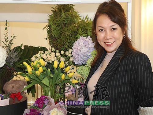 凌雁冰對繡球花有無以名狀的喜愛,她的花藝設計裡頭鮮少讓它缺席,繡球花更成了其公司的招牌花材。