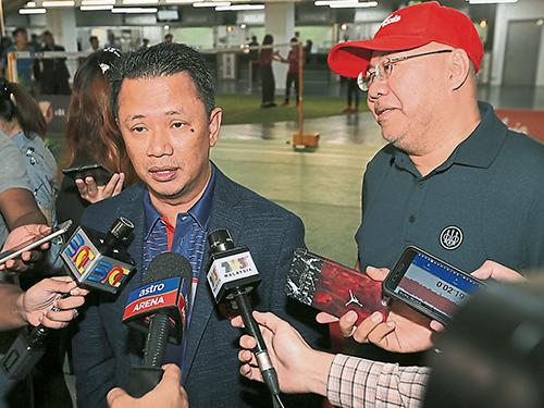 諾扎(左)滿意大馬隊在南京世錦賽的表現。
