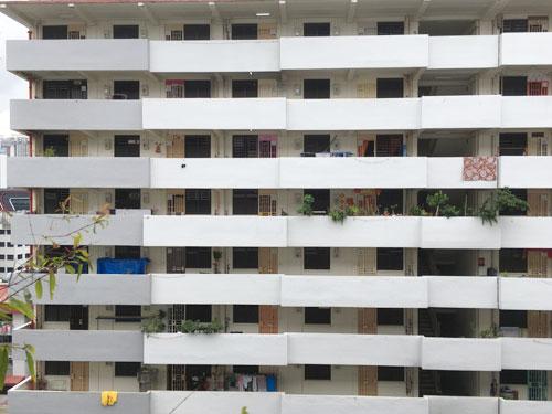 """新加坡""""貧民窟""""的外觀,與個人購買的政府組屋極相似,一般不易察覺它們的存在。"""