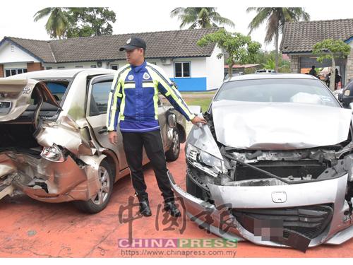 其中兩輛涉案的轎車,被撞得毀損。