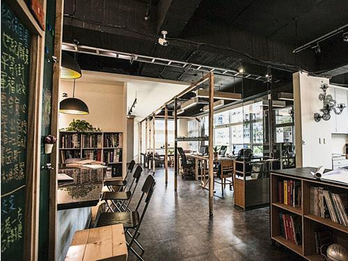 創新與傳統、機械與手感、粗糙與精緻的搭配,讓Loft空間創造許多意想不到的趣味與質感。