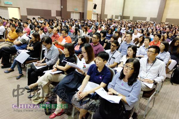 現場有500名中小型企業業者出席聆聽。