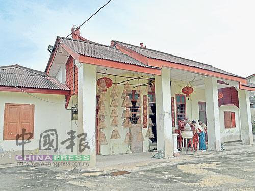 已有150年的红毛丹观音庙上次进行装修已是半世纪前,经过日晒雨淋,该庙现已残旧失修,有必要重建。