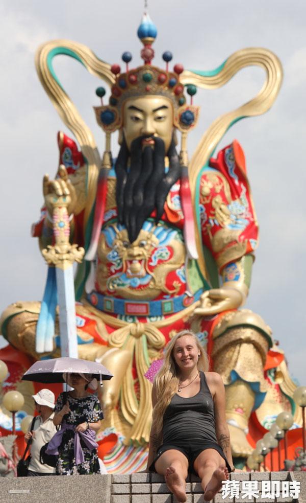 阿琳娜在左營元帝廟。