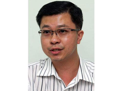 陳文雄:相信新山關稅局及移民局的通關系統故障,以致羅厘無法通關。
