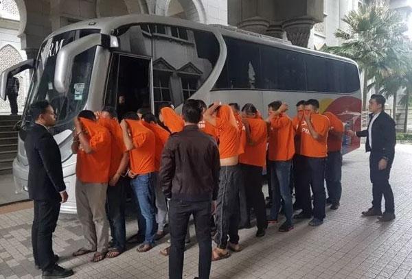 17名首相署保安人員,涉嫌非法挪用收藏在首相署的大選資金。