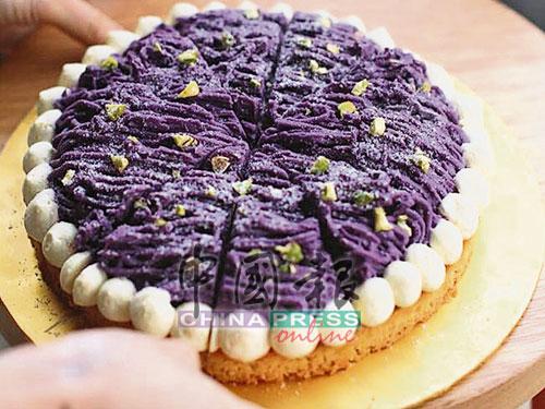 千層蛋糕也是店內的主打甜品,包括抹茶、Chipsmore等多種口味,蛋糕鬆軟,有種入口即融的感覺,讓人停不了口。