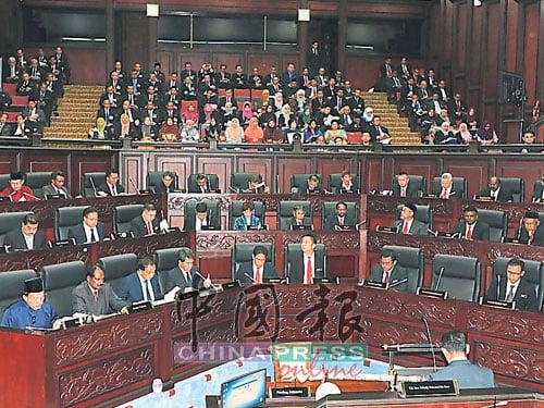 森州立法議會朝野大對調後展現的新面貌,在36個州議席當中,希盟議員佔20席,國陣議員有16席。