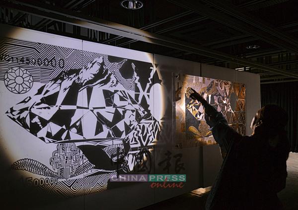 這個展覽不只顯示作者精緻的紙雕技術,作品背后也隱藏著發人深思的訊息。
