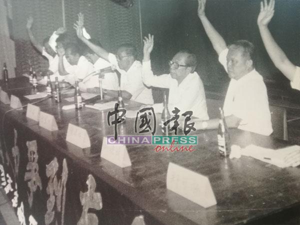 當時全國華團政黨抗議大會主席張景良指出,該大會主要是向政府表達全國華團和政黨捍衛母語教育的決心。