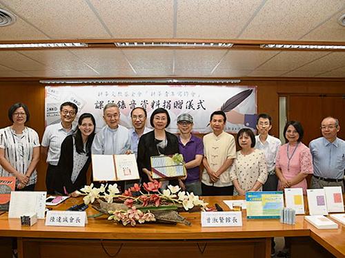 台灣耕莘青年寫作會多年來栽培出許多優秀的文學創作人才,李儀婷(左3)也是其中一員。