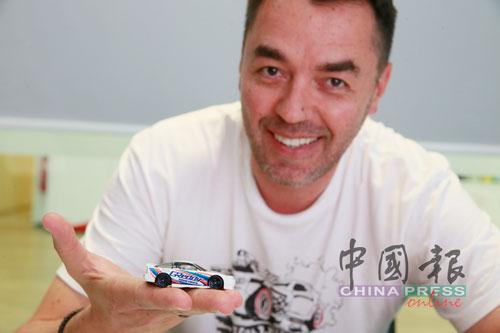 玩具車設計師 Hot Wheels產品設計經理Dmitriy Shakhmatov,從愛玩具車的小孩搖身一變成為玩具車設計師,讓個人興趣與工作徹底融入了生活。