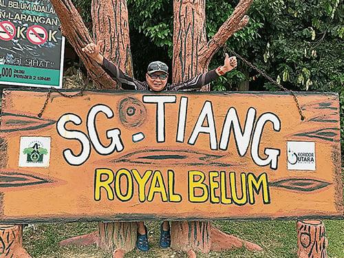 首次造訪地孟莪北部禁區的Royal Belum,當然要拍張照片留念。