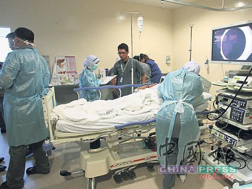 國內外畢業的醫學系醫生,都必須在政府醫院當醫生,方能行醫。