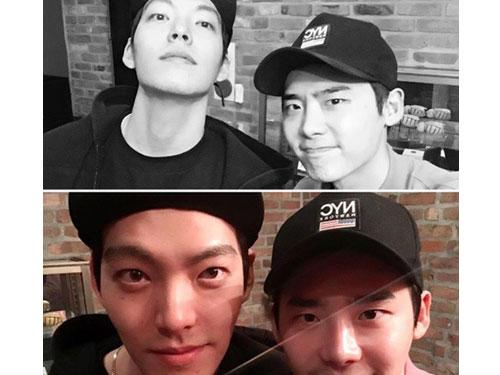 李鍾碩(右)與金宇彬感情好,過去常一起相約吃飯。