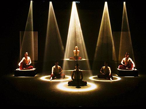 全新創意製作《心經》演唱會,是結合舞台藝術和各種語言的心經。