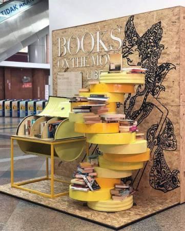 「移動書籍」活動分別設立在吉隆坡中環車站、中央藝術坊站及安邦購物中心站。