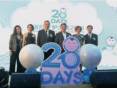 張騰恩(左起)、羅玉詩、江華強、林紳文、王翠玲和葉火清為28days國際產護大獎2018掀開序幕。