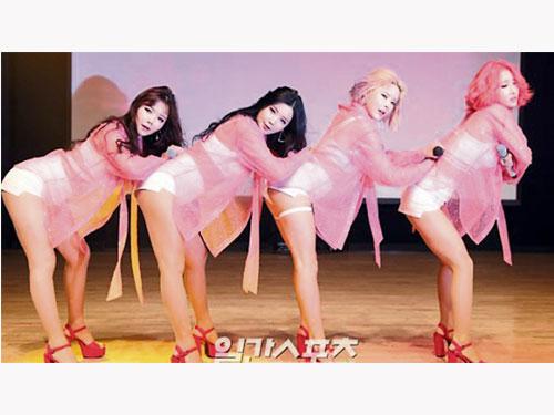 韓國4人女團LAYSHA表演風格打性感牌。