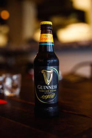 外表雖改變,瓶內依舊是大馬人多年來最愛的Guinness Foreign Extra Stout正宗味道。