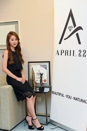 """■伍依婷(Arissa Ng)26歲 ■""""April 22""""創辦人 ■女力格言:做微商,要努力,要堅持, 還要有一份熱愛。"""