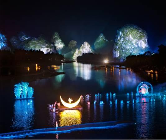《印象.劉三姐》采用全新概念的山水實景,是一次視覺的革命演出。