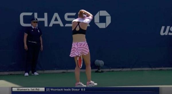 科內現場換衣,獲得女子網球總會的支持。